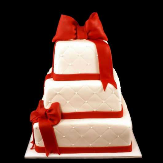 Свадебный торт с бантом