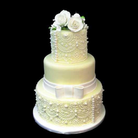 Свадебный торт в цвете Айвори