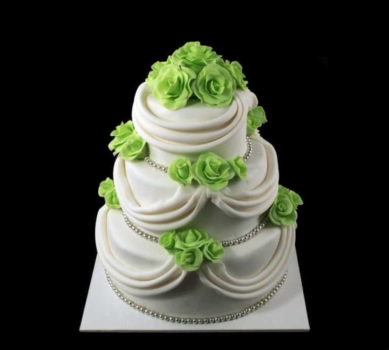 Свадебный торт с зелеными розами