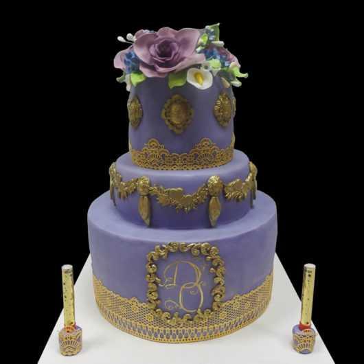 Фиолетово-золотой свадебный торт
