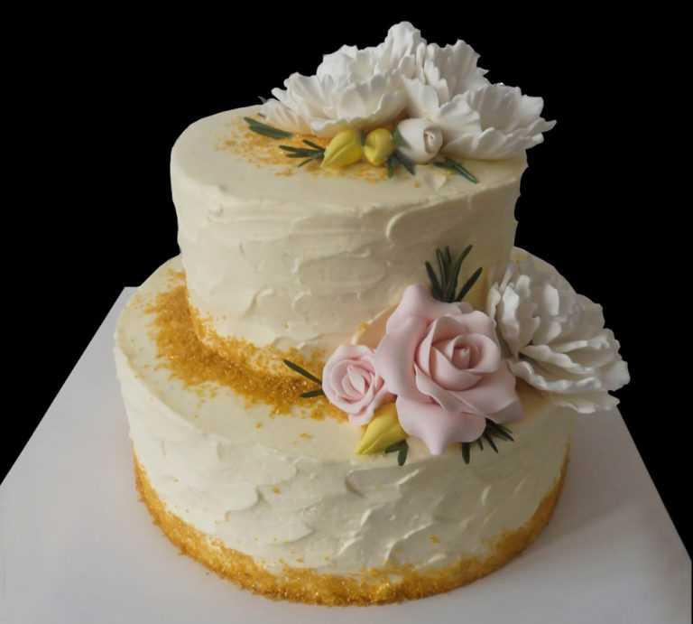 Свадебный торт с золотой посыпкой