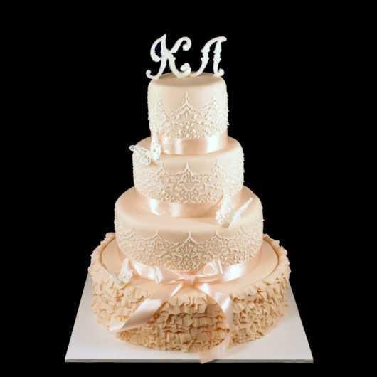 Свадебный торт с кружевом