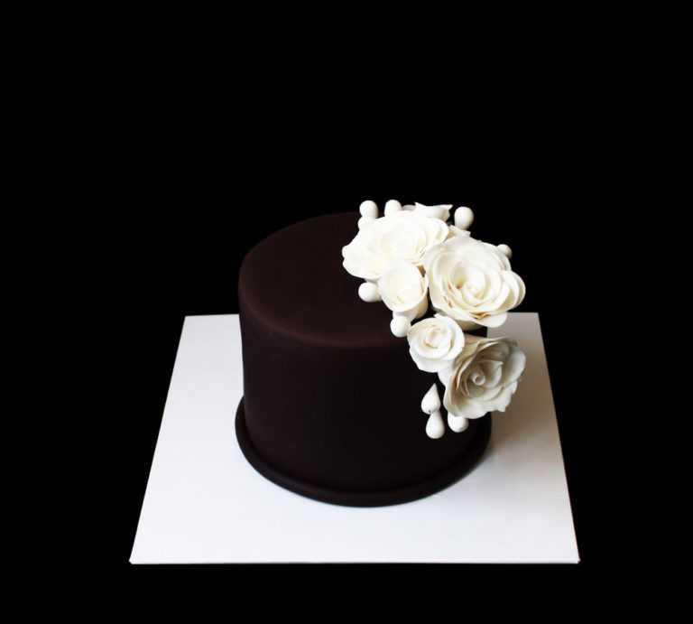 Свадебный торт Черное озеро